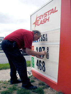 2008 EPIC and Indiana Corn Marketing Council ethanol pump promotion at Crystal Flash
